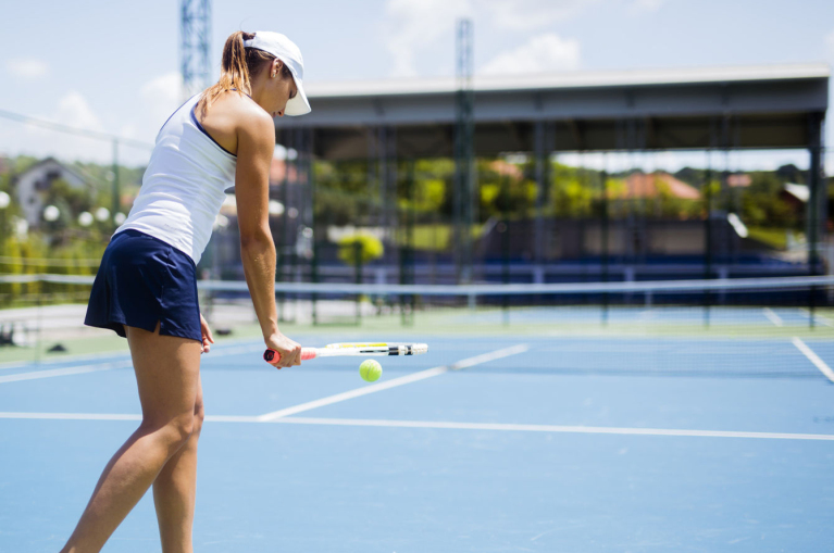 a girl in a tennis court